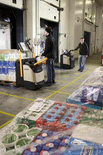 Crown-科朗冷库专用叉车帮助中外运普菲斯提升冷库物流效率